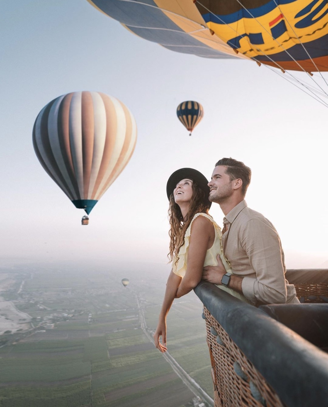 Explorerssaurus - a couple in a hot air balloon over the Valley of Kings in Egypt