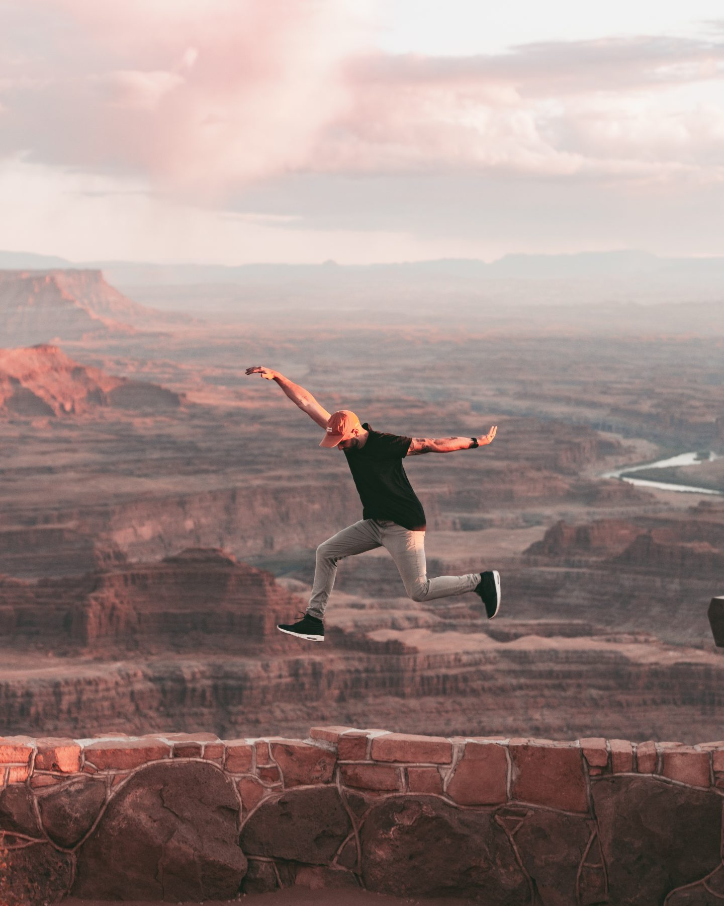 Man jumps on the edge of Dead Horse Point in Utah