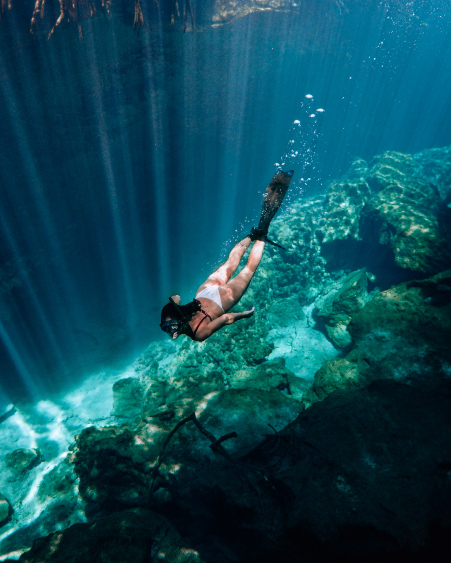 This guide gives you tips for all of the best cenotes in Tulum and the best cenotes near Tulum including what to pack for the best Tulum cenotes and more. If you are looking for day trips from Tulum, check out the best cenotes in Quintana Roo and best cenotes in Yucatan for ideas! | Tulum cenotes photography | cenotes Mexico tulum | cenotes tulum riviera maya | best cenotes in quintana roo | cenotes quintana roo | cenotes in playa del carmen
